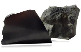 Shungite half ruw/gepolijst Nachalo, 650-900 gram