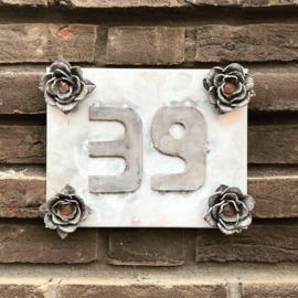 Huisnummerbordje op maat Zink met Lood (prijsindicatie +/- 35,=)