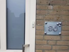 Huisnummer op maat Zink met Lood (prijsindicatie +/- 35,=)