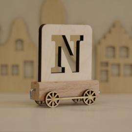 N | Houten lettertrein