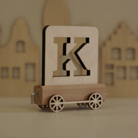 K | Houten lettertrein