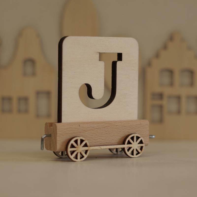 J   Houten lettertrein