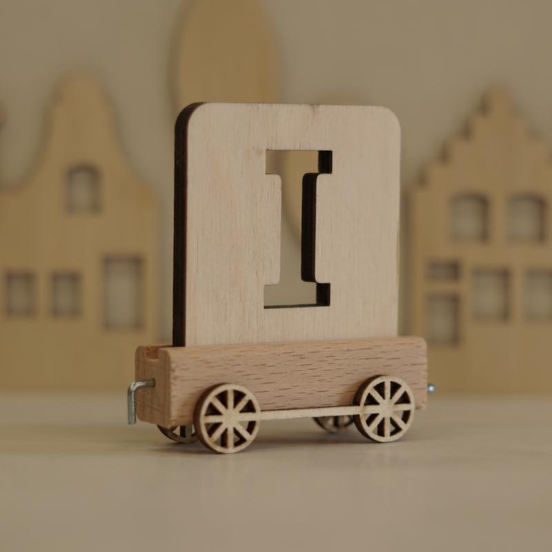 I   Houten lettertrein