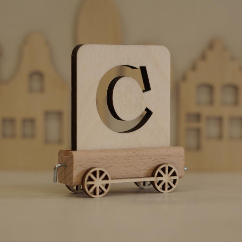 C | Houten lettertrein