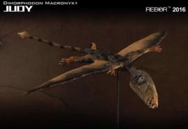 "Dimorphodon ""Judy"" met hagedis en rots"