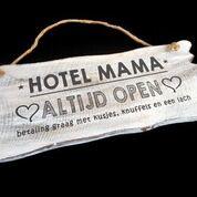 Woodart bordje hangend 12x30cm hotel mama antique white moederdag