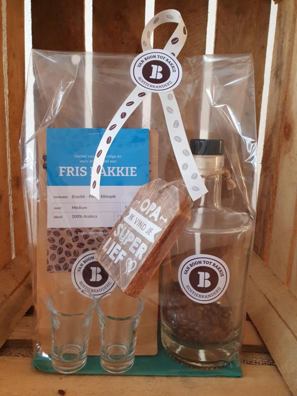 Koffielikeur (DIY), 2 borrelglaasjes en een zak koffiebonen
