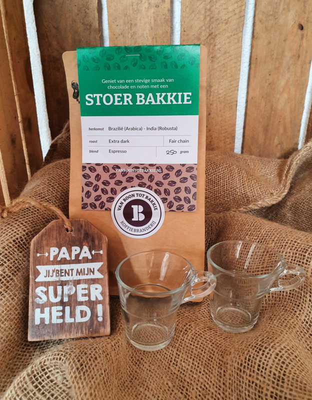 Koffiebonen met espresso glazen