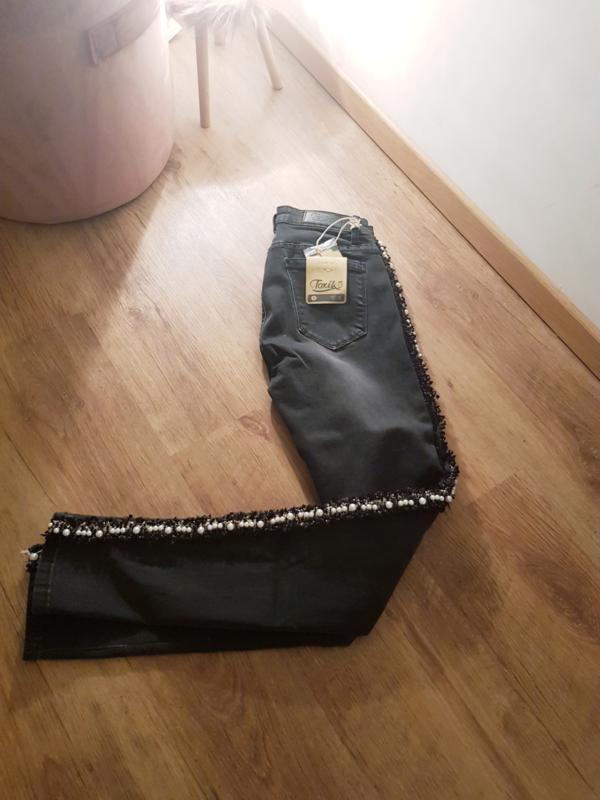 Zwarte jeans met parel