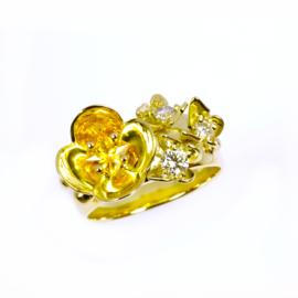 Ring met gele saffier en diamant.