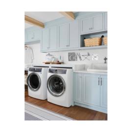 Wasmachine, knijpers en strijkplank