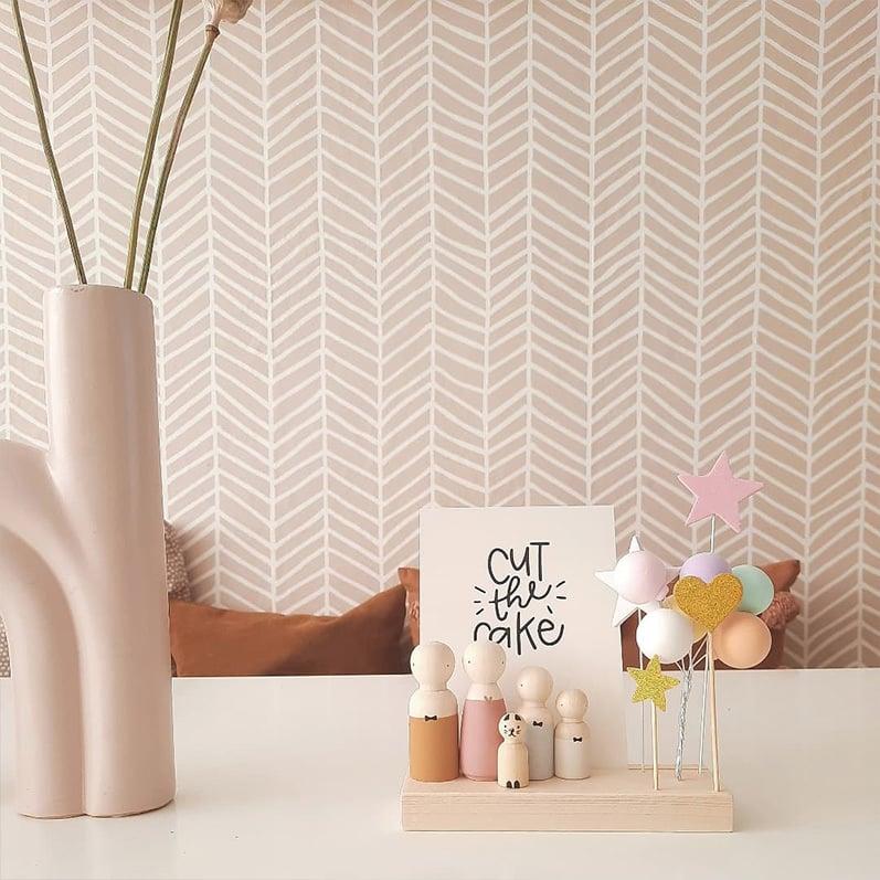 Accessoires bij houten poppetjes, plankje met houten poppetje | Sweet Petite Jolie