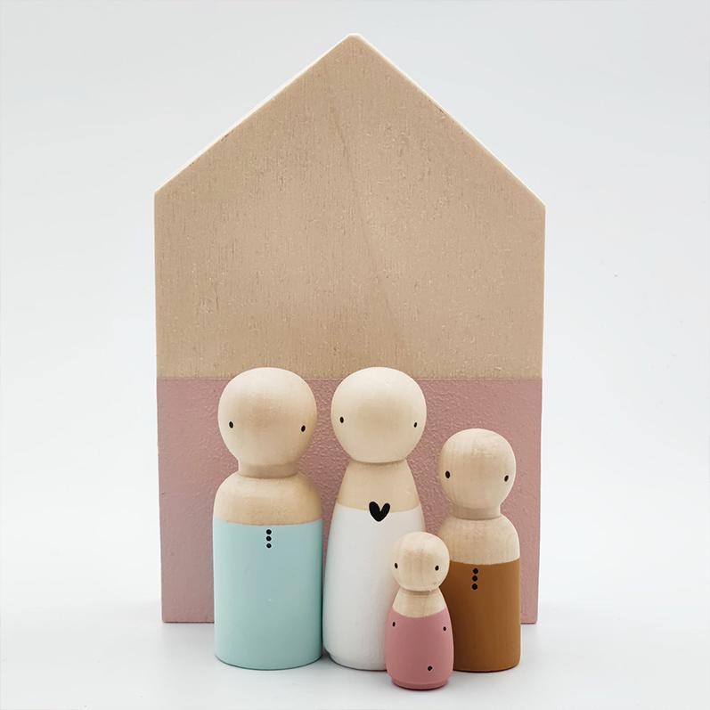 Houten poppetjes gezin, houten huisje met poppetjes | Sweet Petite Jolie