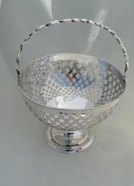 Zilveren serveerschaaltje met hengsel.