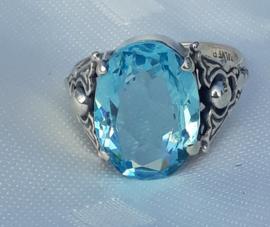 Zilveren ring met blauwe steen