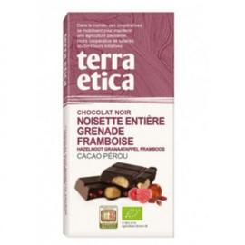 Pure chocolade met hele noten, granaatappel en frambozen
