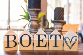 Houten huisjes met naam ''Boet''