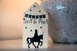 Houten huisje 'Welkom Sint & Piet'