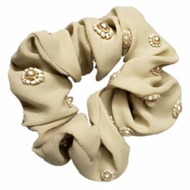 Sweet Pea - Light Fabric Scrunchie (Cream)