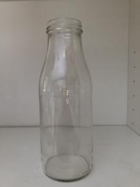 750 ml sap of saus fles met dop goud kleurig tray met 12 stuks