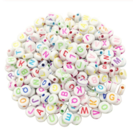 Letterkralen A - Z - Wit met gekleurde letters - kunststof -  4x7mm - 100 stuks