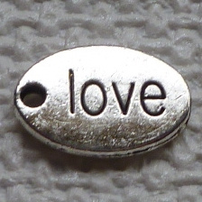 Bedel Hanger - Zilverkleur metaal – Love inscriptie – 14x10mm