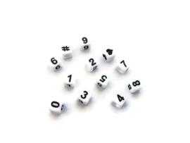 Vierkante cijferkralen 0 - 9 - wit met zwarte cijfers - kunststof -  6x6mm