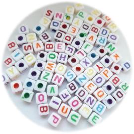 Vierkante letterkralen 5x5mm - kleurenmix - 100 stuks