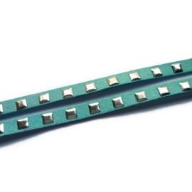 Kunstsuede band met vierkante aluminium studs - 6,5mm - lichtblauw - 20cm