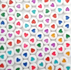 Letterkralen wit met gekleurde hartjes - mix - 7x4mm - per 10 of per 100 stuks