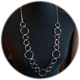 Zilverkleur Halsketting met Grote en Kleine Metalen Cirkels