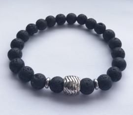 Jongens Armband van 8mm zwarte Lava Kralen met zilverkleurige tussen kralen