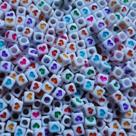 Letterkralen wit met gekleurde hartjes - mix - 6x6mm - 14 stuks