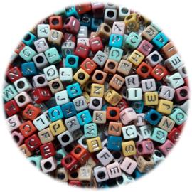 Kunststof Letterkralen vierkant - 6x6mm – Pastel Kleuren met Zilverkleur Letters