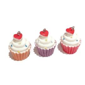 Resin Cupcake Hanger met Oogje - Sprinkels en Hartje versiering - ca 32x24mm