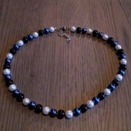 Halsketting  met 3 kleuren Kralen - blauw /wit / zwart