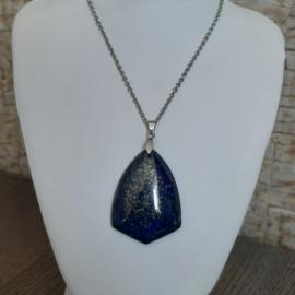 Lapis Lazuli Driehoekhanger aan RVS Halsketting