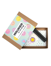 Kaart A5 | Vrolijkheid in een doosje Smiley kaarten + houder | per stuk