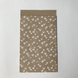 Zakjes   kraft met witte hartjes   10 stuks